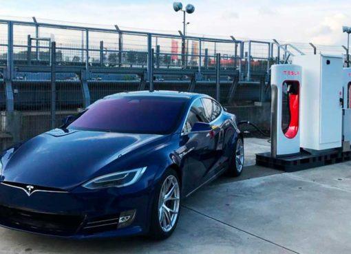Carros da Tesla vão falar com peões – Mundo Smart - mundosmart